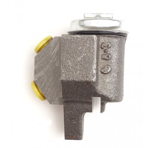 Front Brake Cylinder R/H (Pattern) (2 Req Per side)
